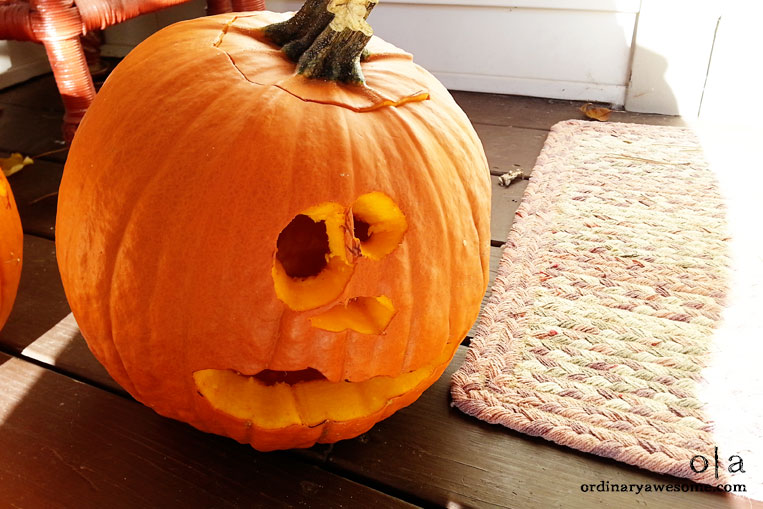 {Activity} Carving Pumpkins!- Day 24 - Savoring Life - 31 Days of Fun and Inspiration - ordinaryawesome.com